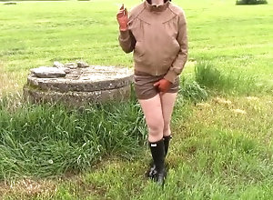 kink;mom;leather-shorts;retro;leather-jacket;outdoors-pee;leather-smoking;hunter-wellies;rubber-boots;gummistiefel-wellies;leather-gloves;amateur-piss;leather-piss;wife-piss;gloves-smoking;brown-leather,Amateur;MILF;Smoking;Czech;Exclusive;Verified A Retro wife...