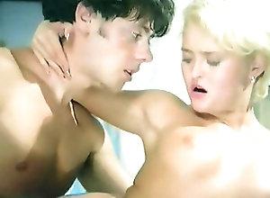 Anal;Cumshots;Italian;Vintage;Female Choice La cousine (1995)
