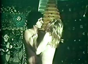 Sharon Thorpe,Andrea True,Jamie Gillis,Robert Cole,Tony Rousso The Seduction of...